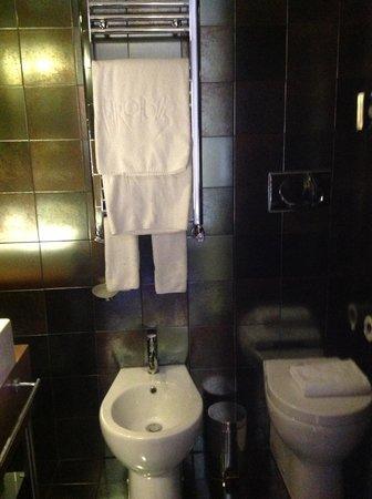 Hotel Metropolis - Chateaux & Hotels Collection: Идеально чистые полотенца, отличная душевая.