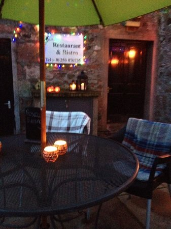 Cargill's Restaurant & Bistro : Cargill's patio on a Spring evening