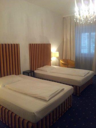 Hotel KUNSThof: Номер