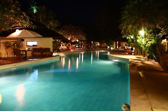 The Sunset Beach Resort & Spa, Taling Ngam: Pool bei Nacht
