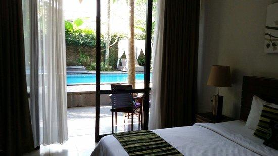 The Grand Sunti : Vue de la chambre sur la petite piscine