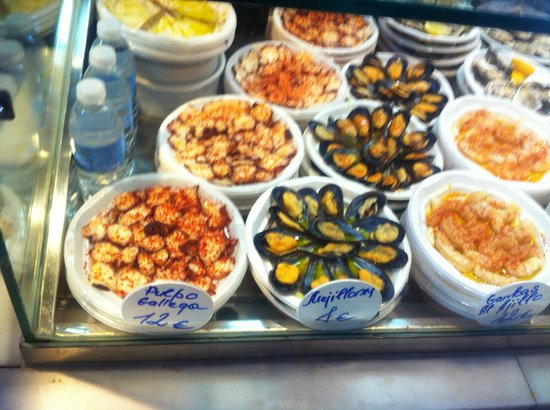 Mercado San Miguel: Mussels, seafood-bill is expensive
