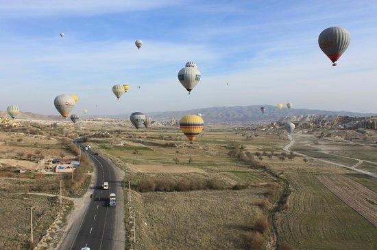 Kapadokya Balon Turu: .. A View while flying... No time to blink...