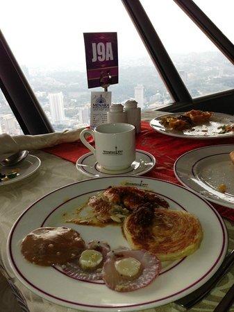 Atmosphere 360 : Menu makanan dan Pemandangan dari Restoran