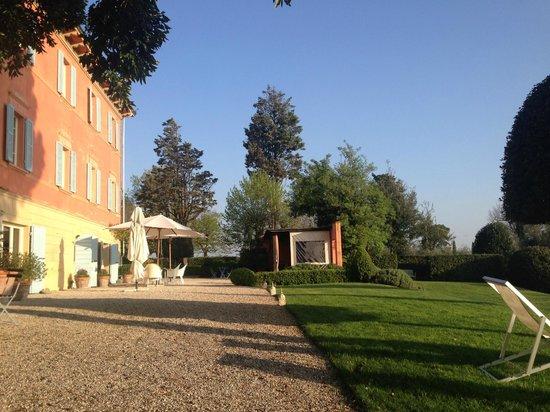 Villa Fontelunga: Valley side of the villa