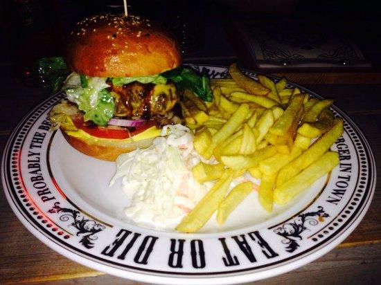 The pub burger ergo dio che parla attraverso il cibo.