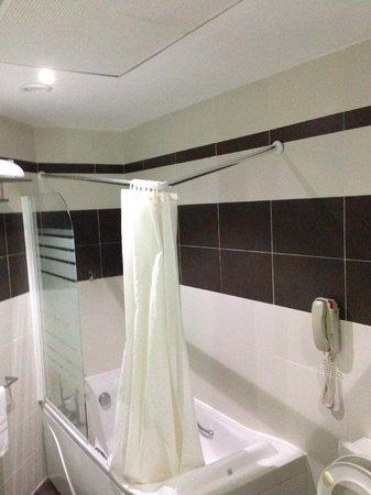 BEST WESTERN PREMIER Accra Airport Hotel: bath
