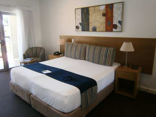 Oaks Broome : Spacious Hotel Room