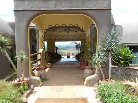 Mara Serena Safari Lodge : Entrance to the hotel