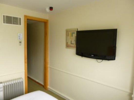 Holiday Inn Cardiff City Centre: TV