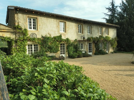 Chateau de Tanay : les chambres depuis le parc