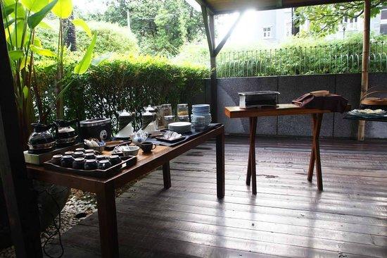 Villa Samadhi - By Samadhi: 早餐的自助區
