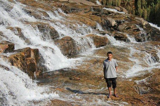 Mawlynnong Waterfall: Shiliang jashar
