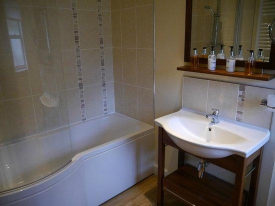 Ravenstone Lodge Hotel: En-suite Bathroom