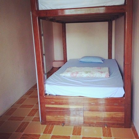 Tomato Guest House: a room with two beds