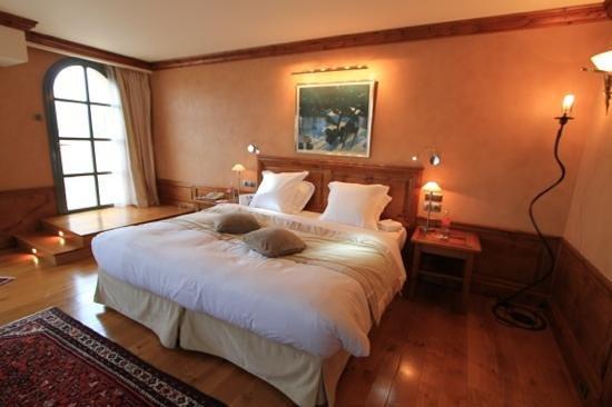 Georges Blanc Parc & Spa : notre chambre avec une sortie vers la terrasse