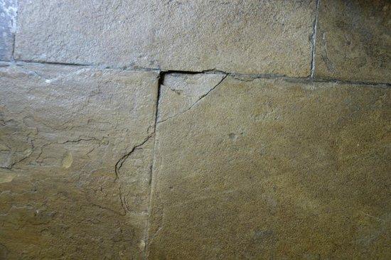 InterContinental Nairobi: Cracked Floor