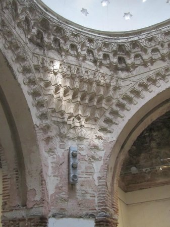 Daut  Pasha Hamam : Interesting arches