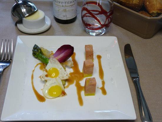 L'Embellie : Asperges vertes et blanches, œufs de caille poêlés, dès de foie gras et vinaigrette au jus de vi