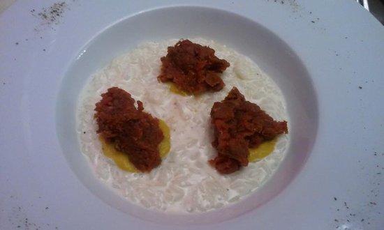 Gatta ci cova : riso mantecato al parmigiano con tartara di manzo (OTTIMO)