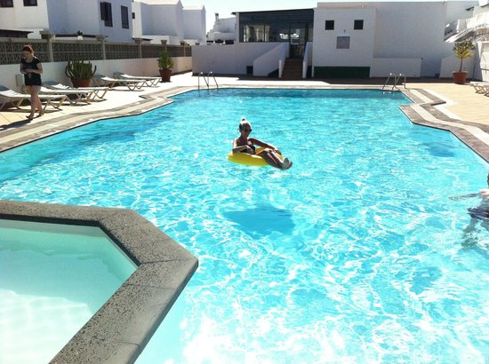 Tisalaya Apartments : Chilling in the pool!