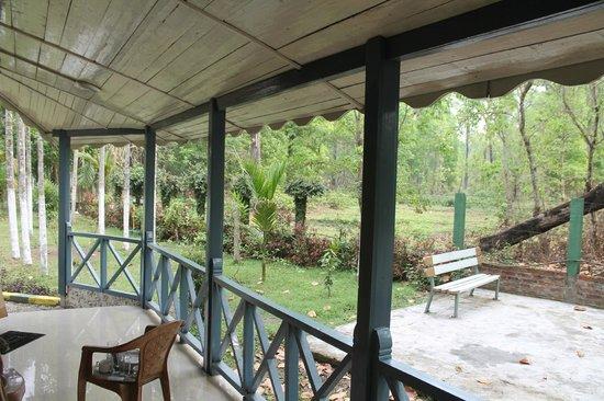 Aranya Jungle Resort: Veranda of the Family room
