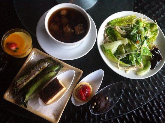 The Westin Kuala Lumpur : Local delicacies + dessert and fresh greens at Five Sen5es, Westin KL