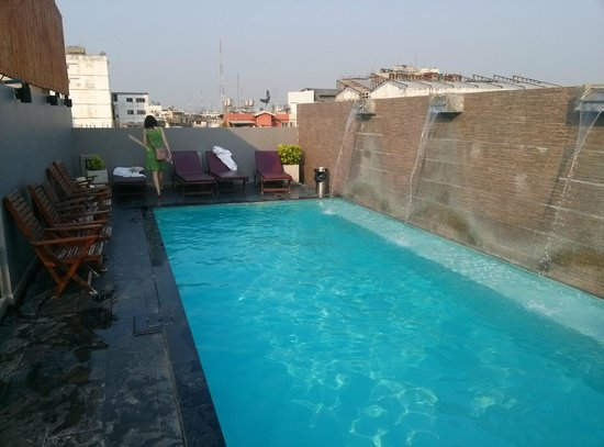 Sleep Withinn: Rooftop pool