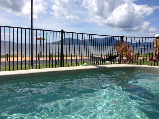 Cardwell Beachfront Motel: Pool view