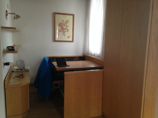 Hotel Cristiania: small dining area - useful for eating picnic/takeaway meals