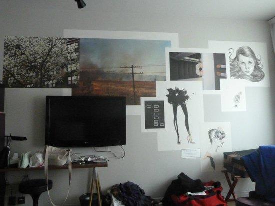 Story Hotel Riddargatan: Wallposters in bedroom