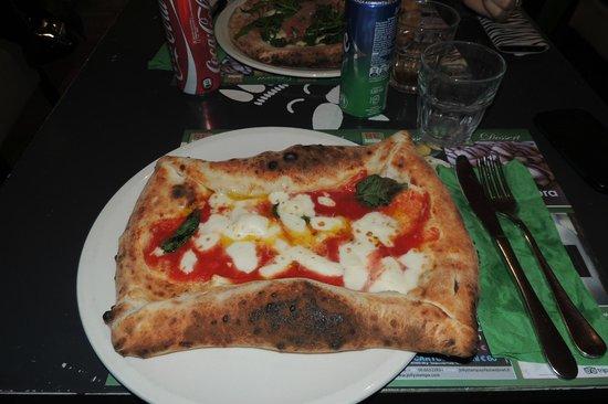 REbasilico Cernaia: Pizza con bordo ripieno