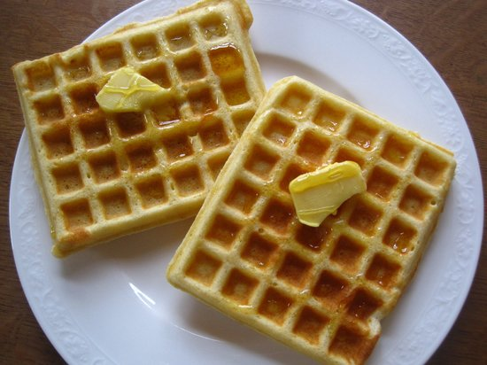 La Maison Rouge B&B: Freshly made waffles for breakfast, made with our own hen's eggs