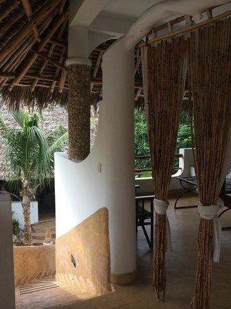 Zawadi Residence: camera e terrazza