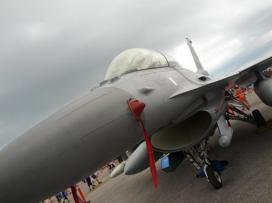 SimCenter : F-16 Fighting Falcon at MacDill AFB Airfest 2014