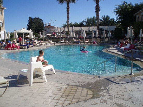 The King Jason Paphos : The childrens pool (also a paddling pool-off to the right)