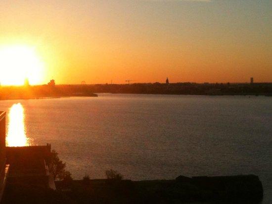 Hotel Les Brises : Lever de soleil sur La Rochelle