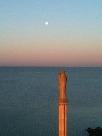 Hotel Les Brises : coucher de lune :-)
