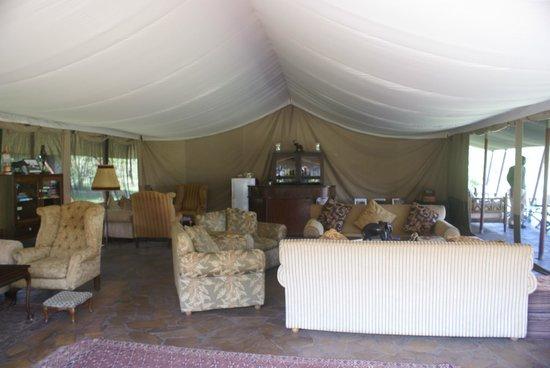 Entumoto Safari Camp : The lounge/bar area