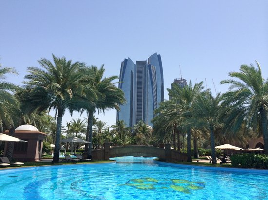 Emirates Palace : BLICK VOM POOL AUS