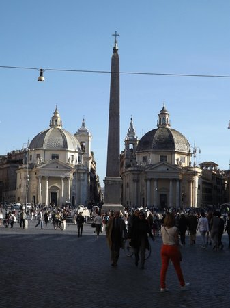 River Palace Hotel : Piazza del Popolo - Salt and Pepper Churches
