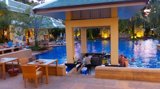 Holiday Inn Resort Phuket: Pool Bar