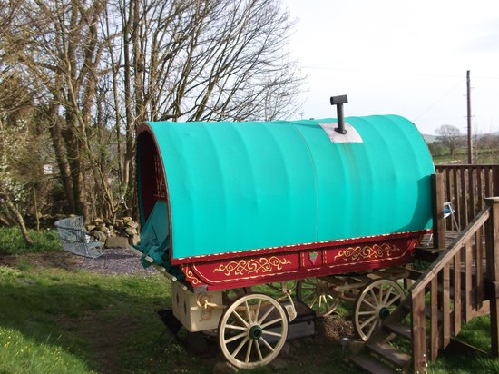 The Blue House Bed and Breakfast: Gypsy caravan