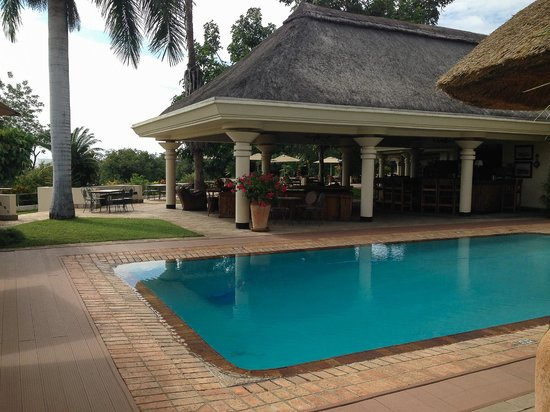 Ilala Lodge: Pool/Bar Area