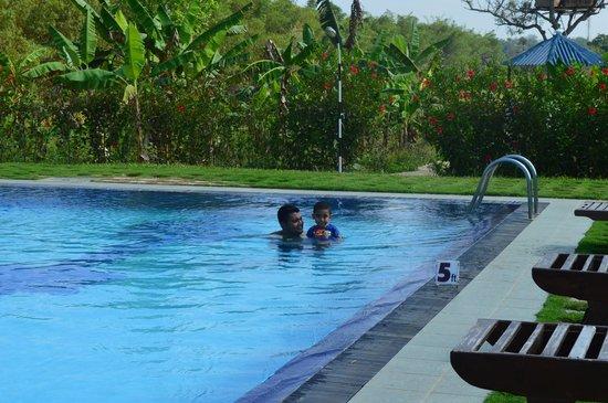 The Hideout Sigiriya: enjoying the pool
