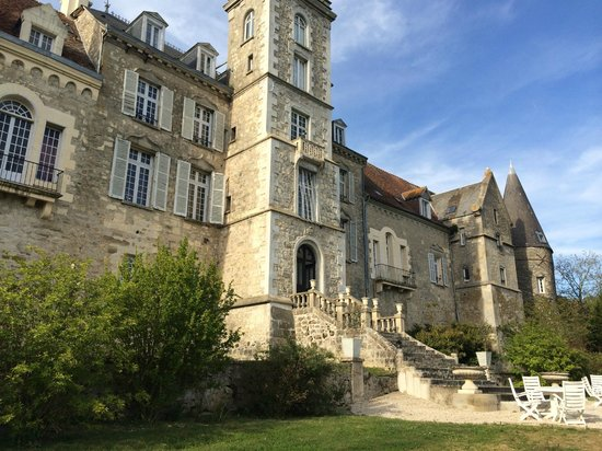 Chateau de Fere: front of the hotel