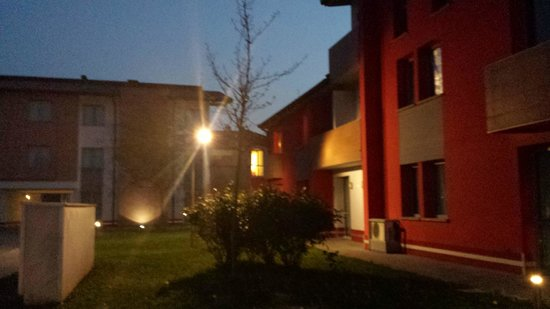Hotel Maranello Village : Between the buildings