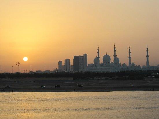 Shangri-La Hotel, Qaryat Al Beri, Abu Dhabi : Sunset