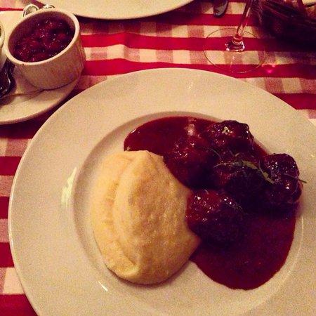 Tranan: Polpette svedesi con salsa di mirtilli e puré di patate