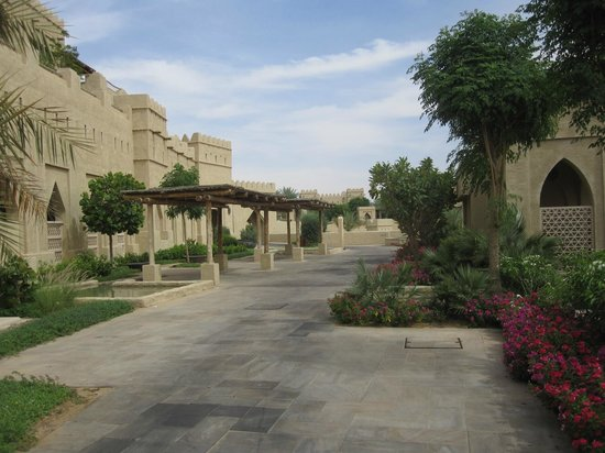 Qasr Al Sarab Desert Resort by Anantara: Grounds